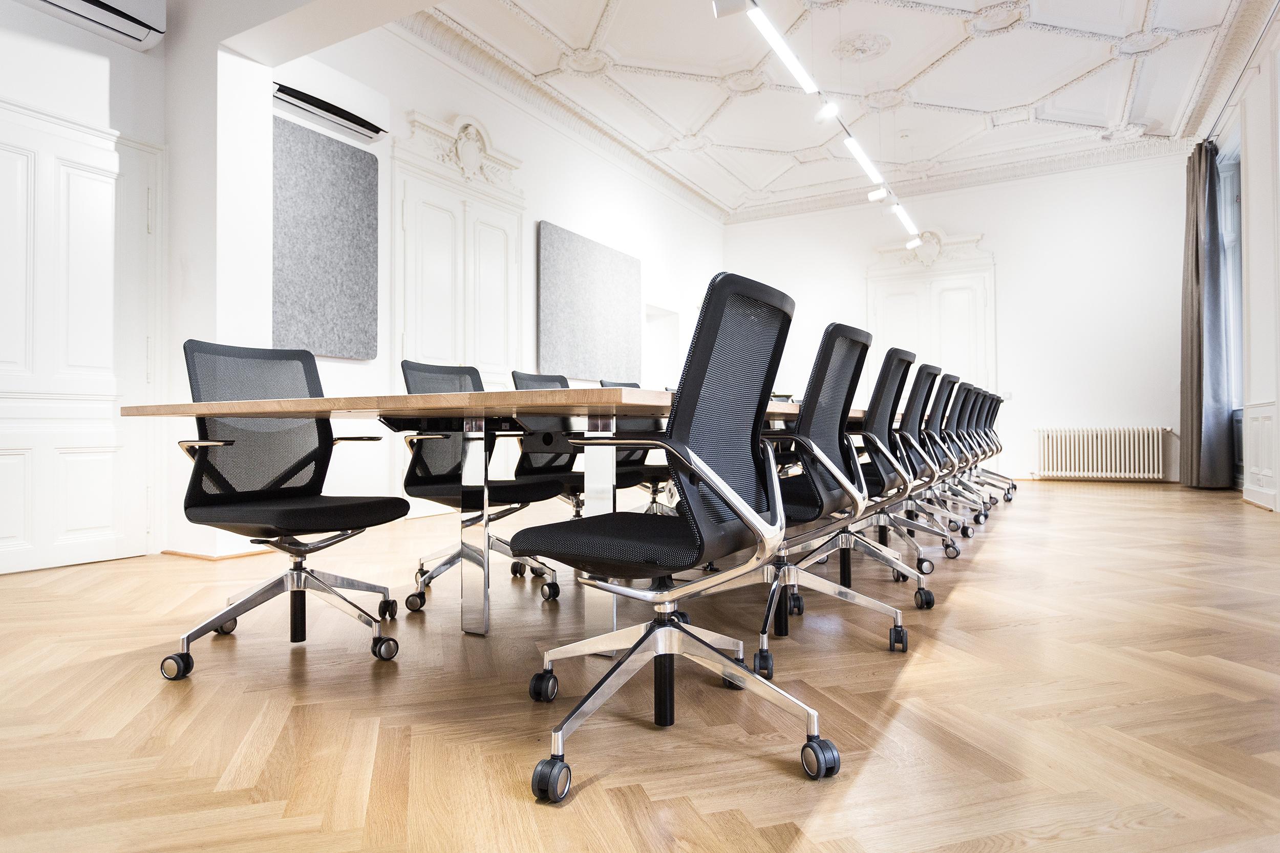 Funktionale Büros mit hohem Designanspruch in klassizistischen Räumen